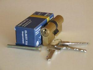 elzett-kulcsmasolas